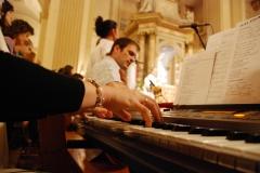 Oración de los jóvenes con el Sr. Arzobispo 01/06/2012