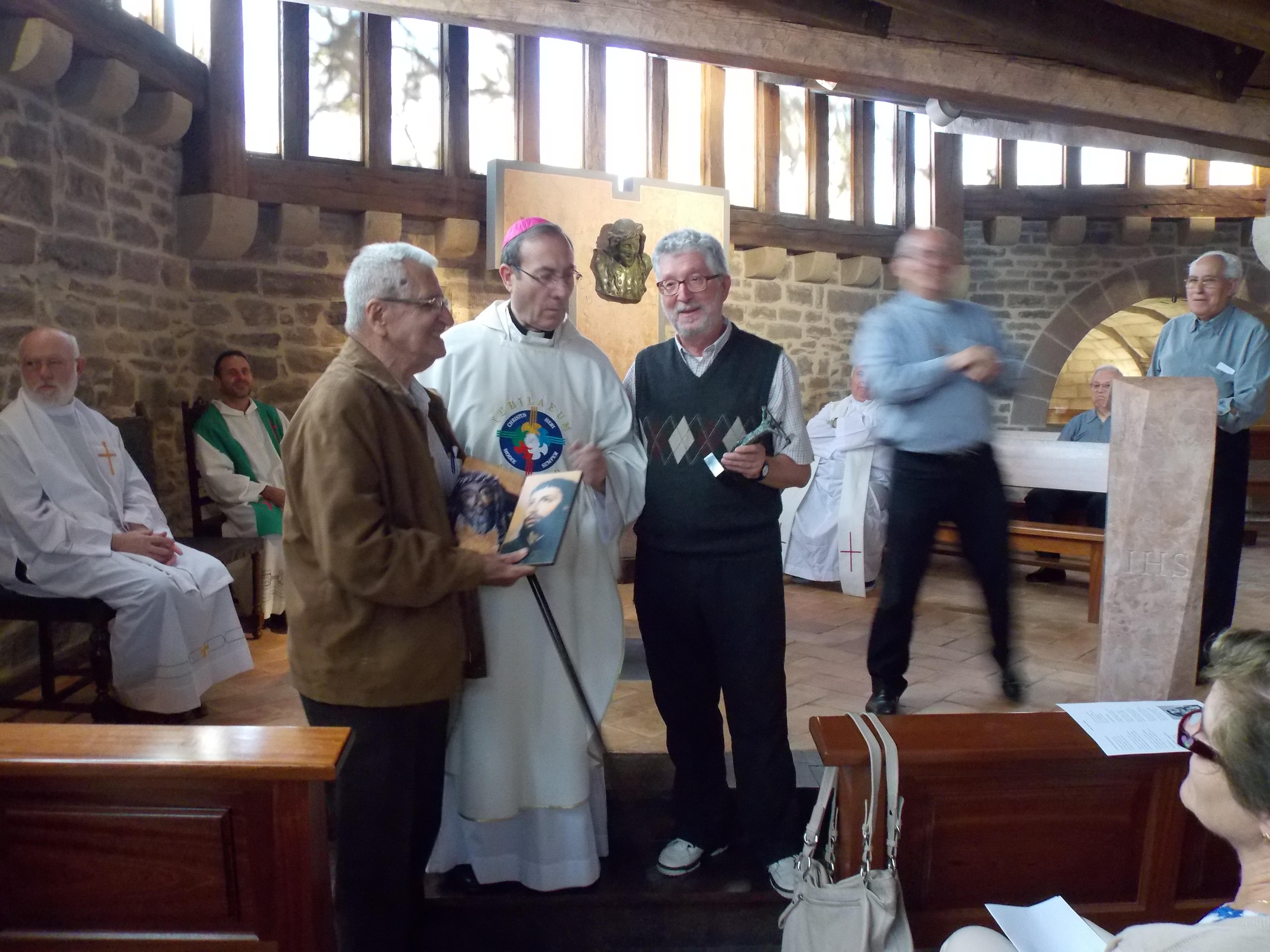 homenajes bodas de oro sacerdotales