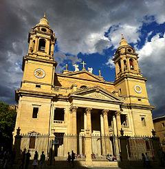 240px-Fachada_catedral_de_pamplona