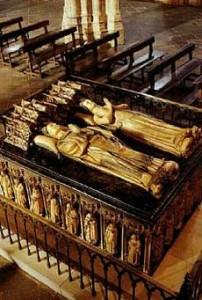 Mausoleo real con las estatuas yacentes de los Reyes de Navarra, Carlos III el Noble y Leonor de Trastamara