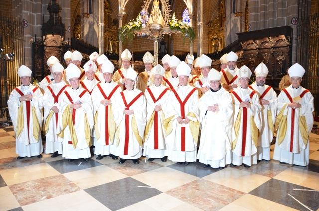 Obispos asistentes