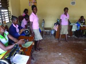 Benin Taller de costura con máquinas enviadas desde Pamplona